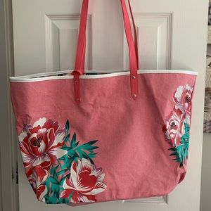 Beach tote with accessory bag